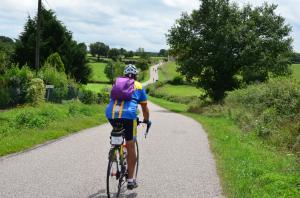 Cyclotouristes sur les routes du bocage © Louis Holder
