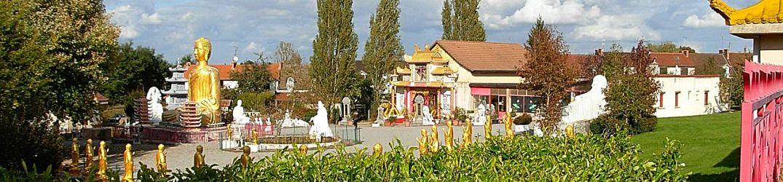 Noyant-d'Allier, village asiatique