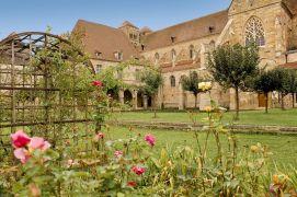 Jardin de l'église prieurale Saint-Pierre Saint-Paul à Souvigny © Luc OLIVIER / CDT 03
