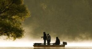 pêche en bateau dans l'Allier © FNPF Laurent Madelon